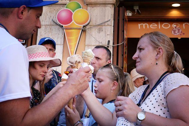 Παρίσι - Ρώμη: Οι τουρίστες ξέχασαν τους περιπάτους - Αναζητούν σκιά