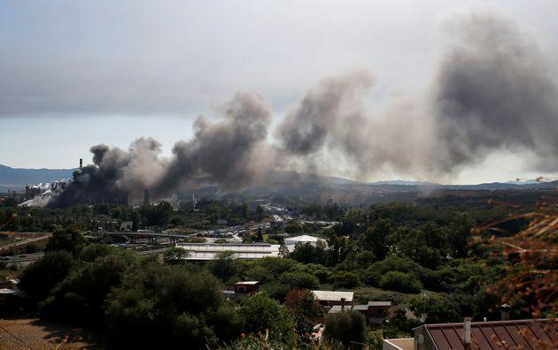 Τεράστιο νέφος καπνού κοντά στο Γιβραλτάρ, από πυρκαγιά σε εργοστάσιο