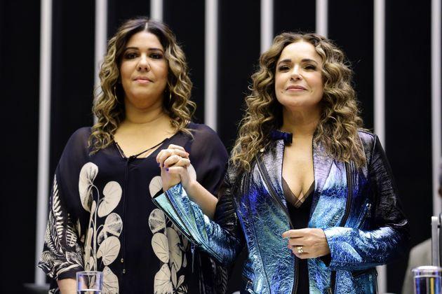 Malu Verçosa (à esq.) e Daniela Mercury no plenário da Câmara dos Deputados,...