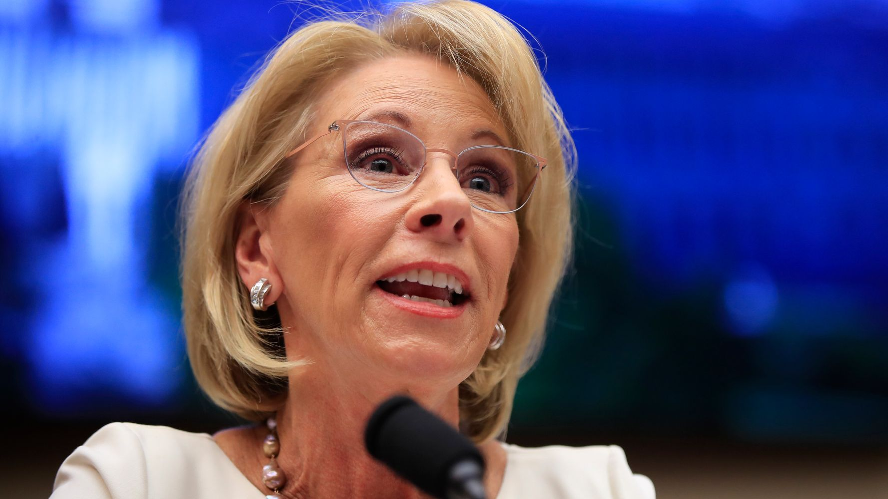Advocates Demand Devos Protect Students >> Nearly 160 000 Former For Profit College Students Sue Education
