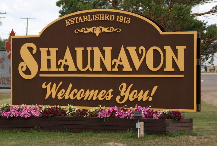 The welcome sign for the town of Shaunavon, Sask.