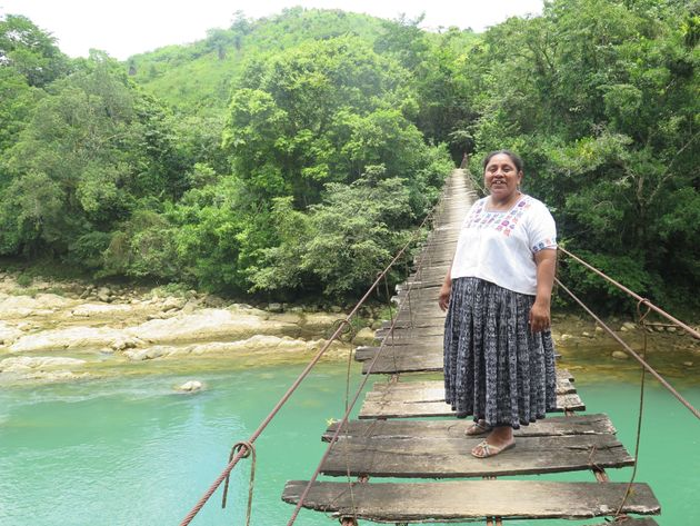 Rosa Chub, sobre el río Oxec