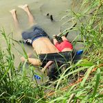 Padre e figlioletta annegati nel Rio Grande nel tentativo di passare il confine. La foto scuote gli