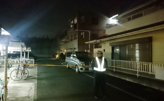 栗原心愛さんの遺体が見つかったマンション(中央奥)=2019年1月25日午後、千葉県野田市