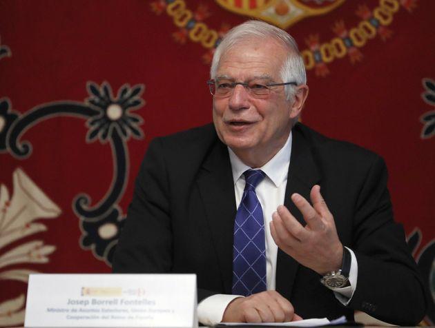 Borrell renuncia a su acta de eurodiputado y seguirá como ministro en