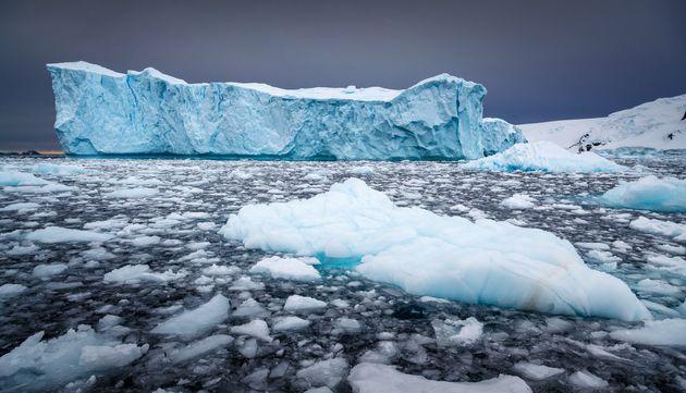 Πάνω από 50 νέες λίμνες ανακαλύφθηκαν κάτω από τον παγετώνα της