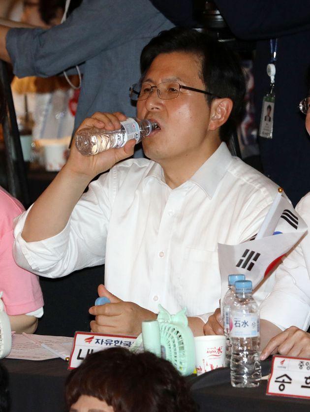 '엉덩이춤' 공연 벌인 한국당의 성인지 감수성에 대한 비판이 이어지고
