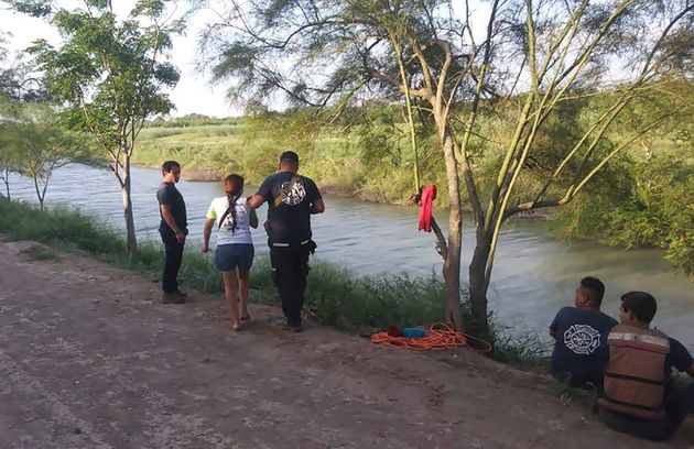 Tania Vanessa Ávalos, la mère de la fillette, explique aux autorités mexicaines...