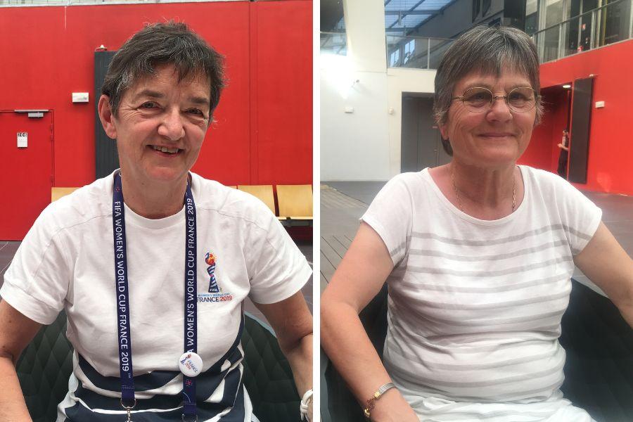 Aline Meyer, de 65 anos (à esq.) e Ghislaine Souef, de 66 anos, são pioneiras no futebol...