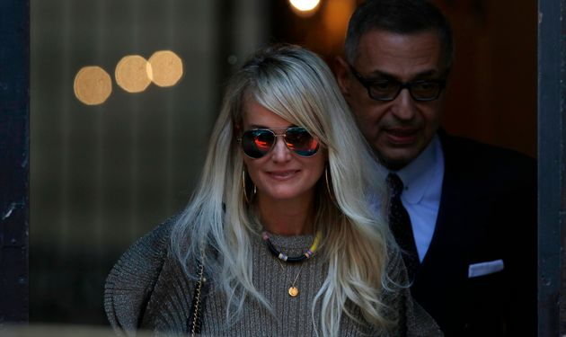 Laeticia Hallyday, ici avec son avocat Ardavan Amir-Aslani à Paris le 9 octobre, a vu sa demande...