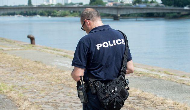 Les sapeurs-pompiers sont à pied d'œuvre sur l'île de Nantes (photo du 25 juin) pour...