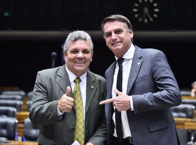 Deputado por 4 mandatos, Fraga tinha Bolsonaro, que foi deputado por 27 anos, como um de seus principais...