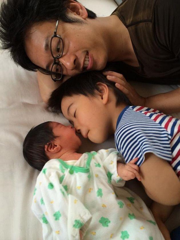 次男産後1週間。夫が育休を取得した日々のことは、長男は今も記憶にあるという。