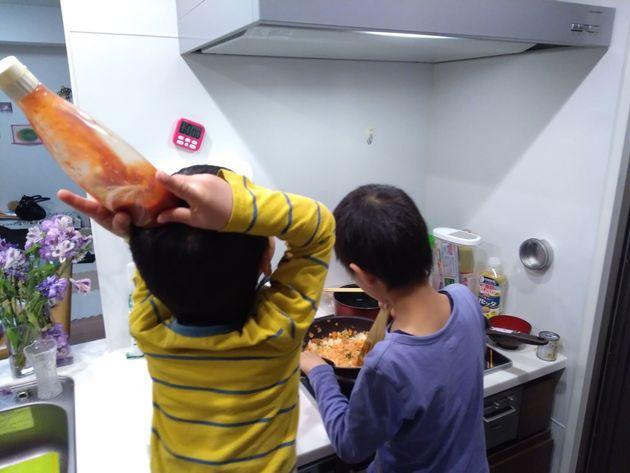 子どもたちにとっても、松田くんとの夕食準備は楽しいみたい。親にとっても、献立を考えるところから任せられるのは本当にありがたい。
