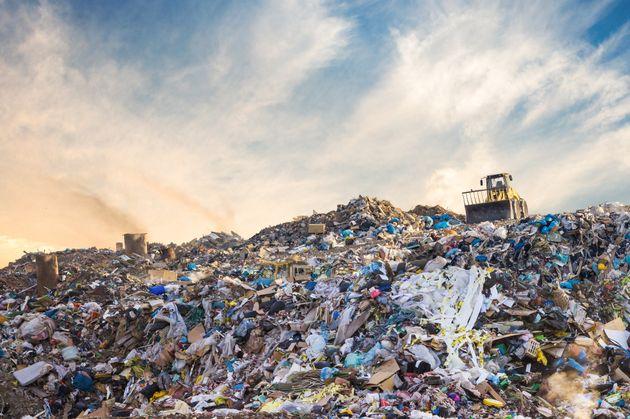 Lo smaltimento in discarica costa troppo poco. Servono più