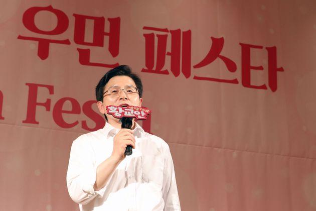황교안 대표가 자유한국당 관련 논란에 대해 '언론'을