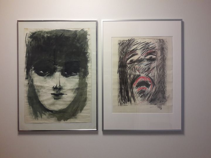 J는 커뮤니티 디자이너다. 사진은 J의 아버지가 그린 J의 어머니(왼쪽)와 자화상(오른쪽)이다. 핀란드의 우중충한 감성을 담고 있으면서도 은근히 끌린다.