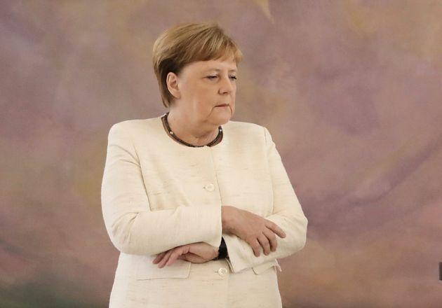 Η Μέρκελ τρέμει και πάλι: Σύμπτωση