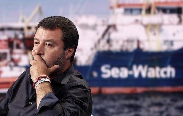 Le bravate di Salvini, un alibi per