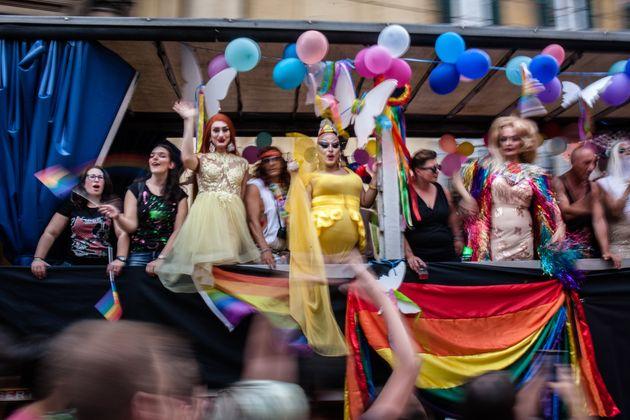 Il carro 5 Stelle al Pride, una ipocrita foglia di
