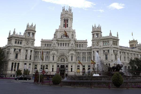 Vox se sale con la suya: banderón de España en el Ayuntamiento de
