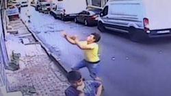 아파트에서 떨어지는 2살 아이를 길 가던 17세 소년이 받았다
