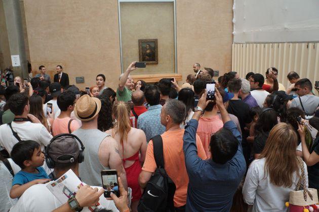 En 2018, plus de 10 millions de visiteurs ont foulé les pavés du Louvre, jouant des coudes...