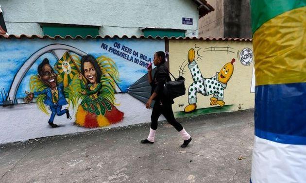Pelé y Marta, representados en un grafiti en Río de Janeiro durante el Mundial de