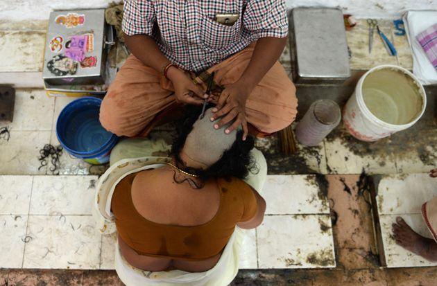 Ινδία: Ξύρισαν το κεφάλι μητέρας και κόρης επειδή αντιστάθηκαν σε απόπειρα