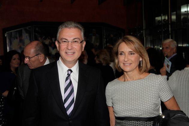 Σε παλαιότερο στιγμιότυπο εδώ, μαζί με την σύζυγό του και γνωστή δημοσιογράφο, Μάρα Ζαχαρέα, το 2014.