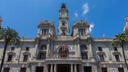 Indignación por la bandera que ha colgado España 2000 en el Ayuntamiento de