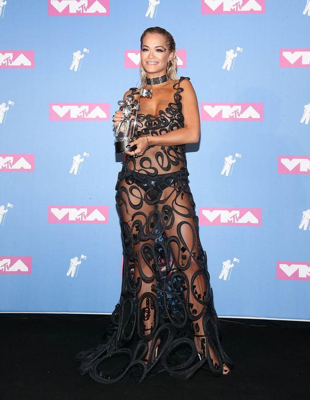 Η Ρίτα Ορα σταMTV Video Music Awards τον Αύγουστο του 2018.