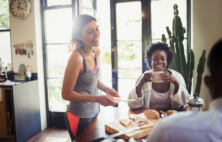 Lean into your friends when you're unhappily single, therapists say.