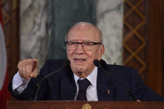 Youssef Chahed et Hafedh Caid Essebsi reçus par le président de la République à l'hôpital