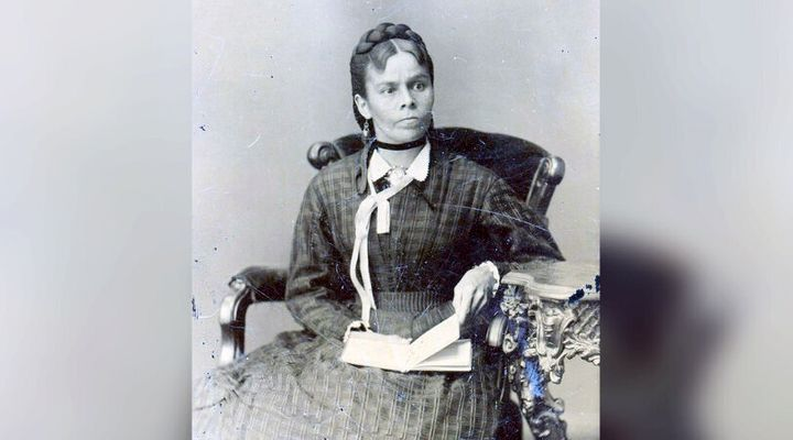 Nahneebahweequay means Upright Woman in Ojibwe.