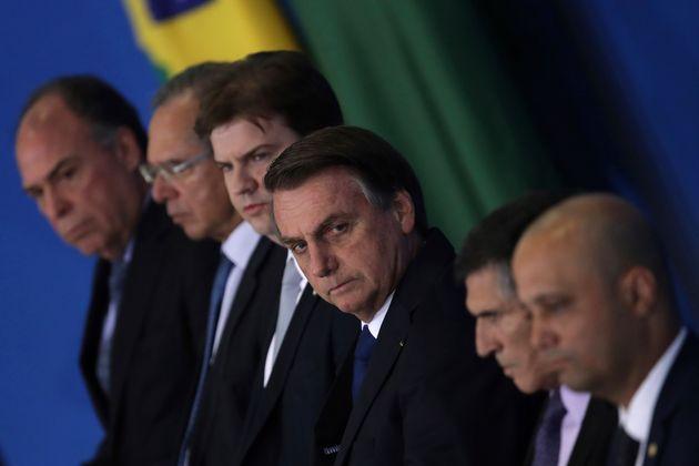 Foram três demissões de ministros desde a posse. A mais recente, do general Santos Cruz...