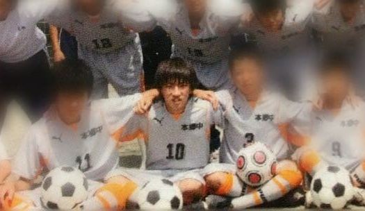 サッカー部に所属していた中学時代。当時の身長は165cm(実はいまとそんなに変わらない)で「まだ伸びる」と思っていたので、コンプレックスには感じていなかった