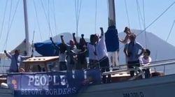 Da Napoli corteo barche pro-migranti. De Magistris: