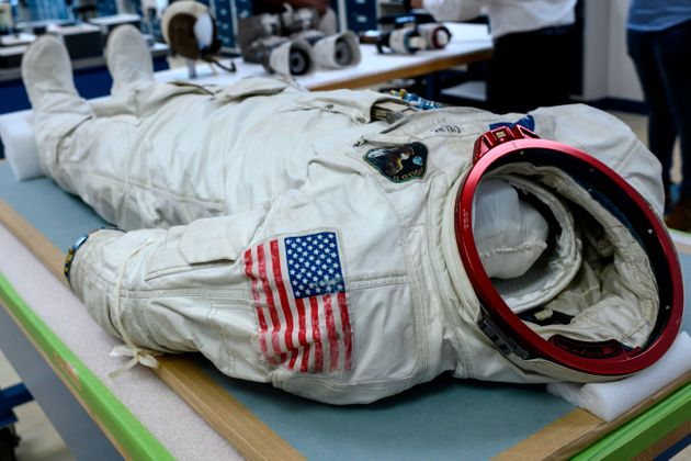 Les équipements de Neil Armstrong et ses co-équipiers lors de la mission Apollo 11 sont...