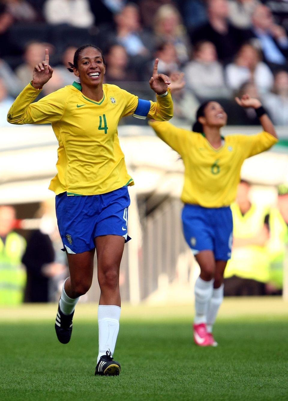 Aline em campo durante amistoso entre Brasil e Alemanha, em