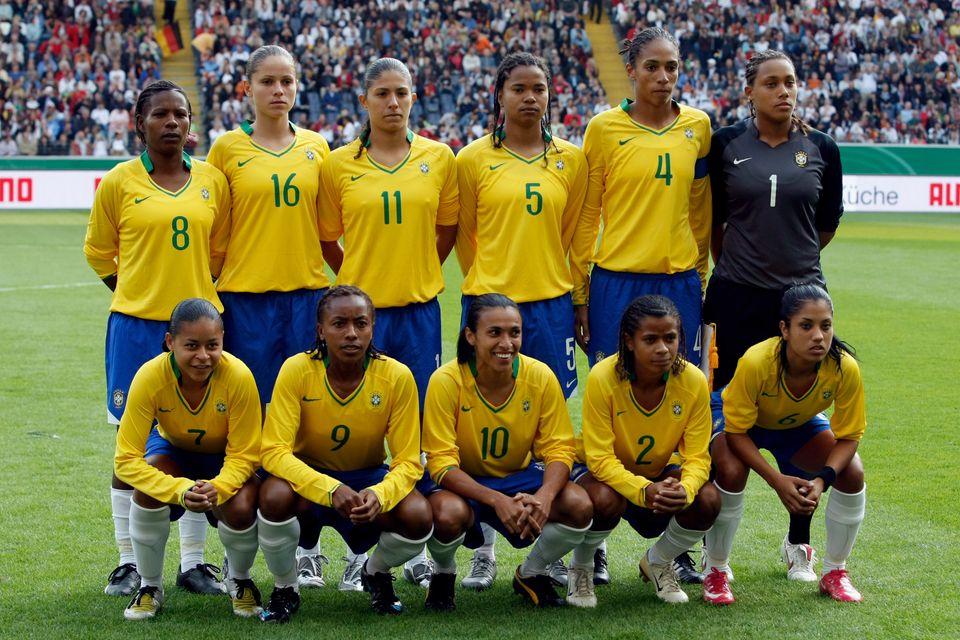 Em abril de 2009, Aline jogava ao lado de Marta, Formiga, Cristiane e Bárbara -- que se destacaram...
