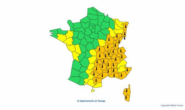 Ce dimanche, la vigilance orange est maintenue dans 32 départements, qui se situent dans un grand...