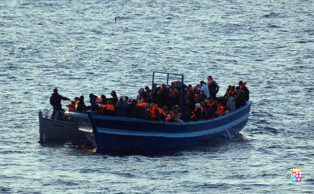 Continuano gli sbarchi a Lampedusa. Guardia Costiera soccorre
