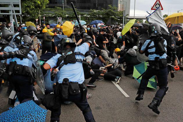 À Hong-Kong, les manifestants pro-démocratie chargés par la