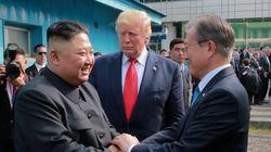 트럼프, 김정은과 대화 끝난 후 문 대통령에게 귓속말