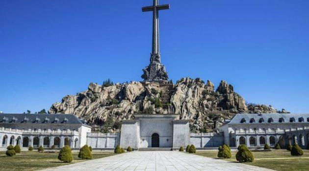 """España protesta ante el Vaticano por las """"injerencias"""" del nuncio sobre la exhumación de"""