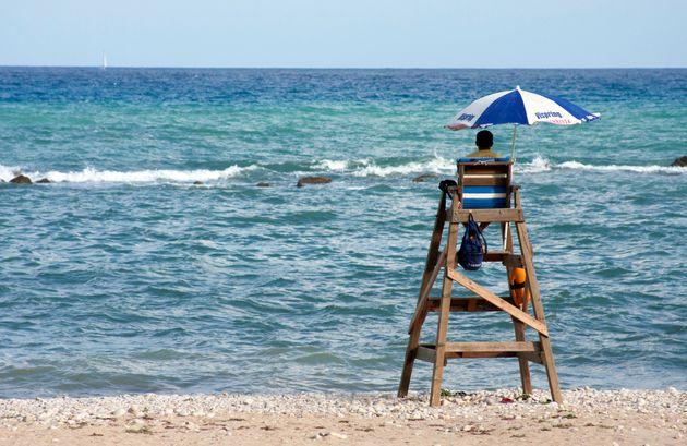 Baby gang pesta bagnini in spiaggia di Jesolo. Raid punitivo in 30 contro