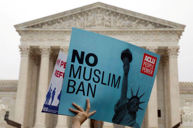 Cet homme se bat depuis trois ans contre le décret anti-immigration de Trump pour que sa femme puisse...