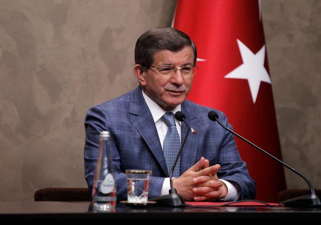 Νταβούτογλου κατά Ερντογάν για όλους και όλα - Το αντάρτικο των μελών του