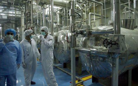 Irán asegura que ha superado el límite de uranio enriquecido acumulado violando el pacto